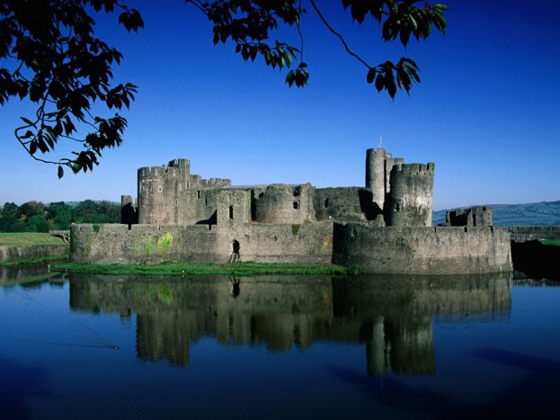 Caerphilly Castle, Wales, United Kingdom HD+1600x900, UXGA 1600x1200 - HD Wallpapers Backgrounds Desktop, iphone & Android Free Download